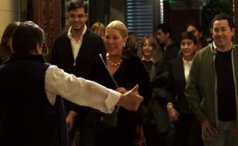 Abrazo de Toty Flores y Lilita en el Club del Orden, Santa Fe